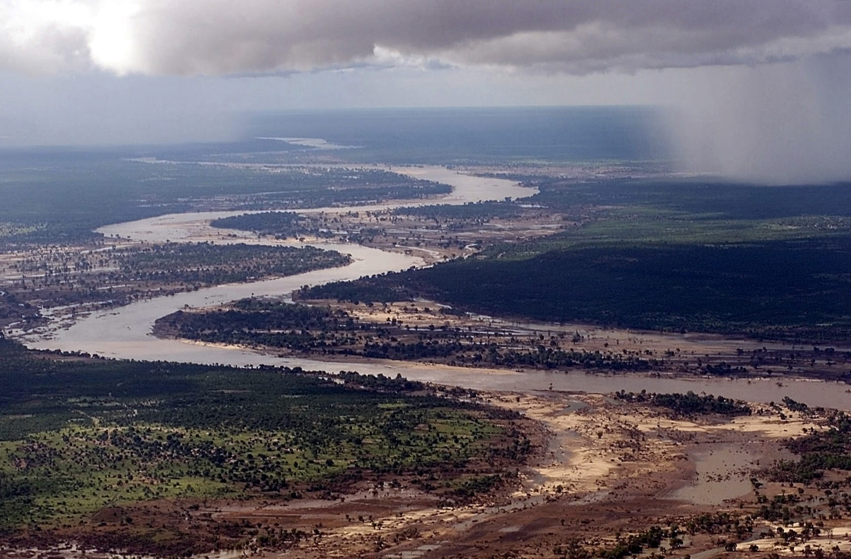 """Limpopo water levels rise as tropical cyclone """"Eloise"""" wreaks havoc"""