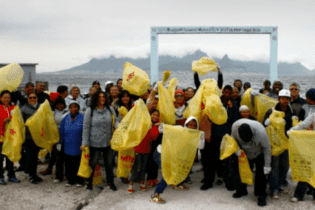 Volunteers for International coastal clean up day 2017 on Robben Island