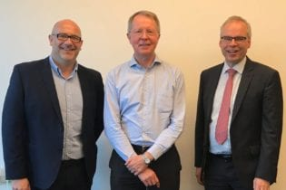 Julian Lowe, International Sales Director, Modern Water (left) and Peter Nicoll, Technical Director, Modern Water (right) with Dr Gunter Rencken, Technical Director from WEC Projects of South Africa.