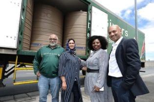 Bader Kazi from Gift of the Givers received 100 JoJo tanks from Engen CSI Manager Adhila Hamdulay, Head of Tranformation Unathi Njokweni Magida and Retail GM Seelan Naidoo to assist the drought stricken Makhanda community