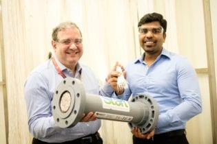 Dr Adil Dhalla (left), Managing Director of START Centre, holding the novel tri-bore hollow-fibre membrane, with Dr Antony Prince (right), Founder of Memsift Innovations, holding the completed membrane module to be used in the new pilot plant.
