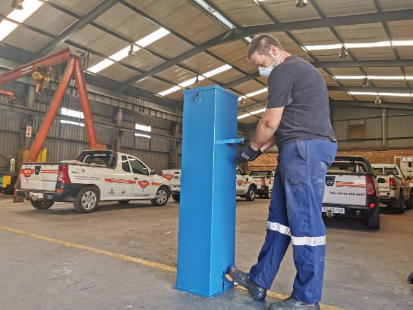 Free standing hand sanitizer dispenser ensures user safety